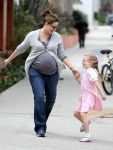 Celebrities Wonder 16403198_jennifer garner and violet in santa monica_1.JPG
