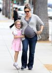 Celebrities Wonder 19595336_jennifer garner and violet in santa monica_3.JPG