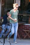 Celebrities Wonder 27630615_Olivia Wilde at Kindkreme Vegan Ice Cream_2.jpg