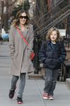 Celebrities Wonder 34393310_sarah jessica parker walks james to school_1.JPG