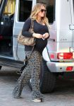 Celebrities Wonder 61422729_pregnant hilary duff at the montage beverly hills hotel_4.jpg