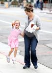 Celebrities Wonder 62280273_jennifer garner and violet in santa monica_6.JPG