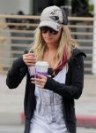 Celebrities Wonder 69314575_ashley tisdale at coffee bean_7.jpg