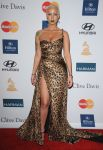 Celebrities Wonder 73184204_clive davis pre grammy gala_amber 2.jpg