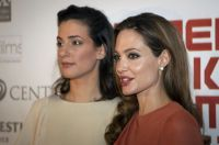 Celebrities Wonder 78454589_angelina jolie zagreb_3.jpg