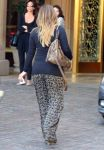 Celebrities Wonder 96646118_pregnant hilary duff at the montage beverly hills hotel_6.jpg
