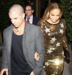 Celebrities Wonder 12927149_jennifer-lopez-dinner_4.jpg