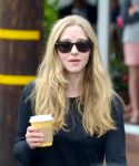Celebrities Wonder 27551606_amanda-seyfried-fred-segal_8.jpg