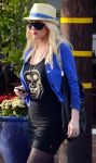 Celebrities Wonder 27904007_christinaa-aguilera-shopping_4.jpg