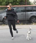Celebrities Wonder 39785377_miley-cyrus-dog_7.jpg