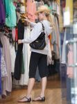 Celebrities Wonder 39999991_diane-kruger-shopping_6.jpg