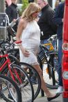 Celebrities Wonder 41630439_sienna-miller-filming-ad_6.jpg