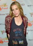 Celebrities Wonder 46384559_Lunchbox-Fund-Bookfair_Piper Perabo 3.jpg