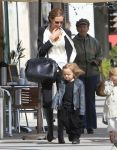 Celebrities Wonder 47873136_angelina-jolie-twins-shopping_1.jpg