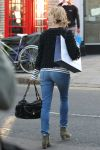 Celebrities Wonder 5049930_sienna-miller-filming-ad_5.jpg