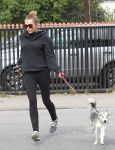 Celebrities Wonder 55416108_miley-cyrus-dog_6.jpg