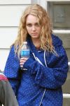 Celebrities Wonder 55935524_AnnaSophia-Robb-set-Carrie-Diaries_5.jpg