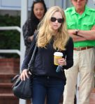 Celebrities Wonder 58879538_amanda-seyfried-fred-segal_7.jpg