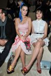 Celebrities Wonder 61436637_miu-miu-front-row_3.jpg