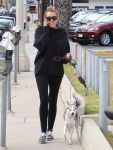 Celebrities Wonder 62834930_miley-cyrus-dog_2.jpg