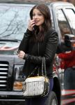 Celebrities Wonder 66716580_michelle-trachtenberg-set-gossip-girl_8.jpg