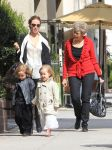 Celebrities Wonder 74361366_angelina-jolie-twins-shopping_4.jpg