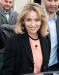 Celebrities Wonder 75549716_louis-vuitton-front-row_Dianna Agron 3.jpg