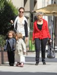 Celebrities Wonder 76626009_angelina-jolie-twins-shopping_2.jpg