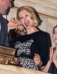 Celebrities Wonder 80407138_Cast-of-Mad-Men-Rings-NYSE-Opening-Bell_6.jpg
