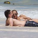 Celebrities Wonder 80899807_kate-hudson-bikini_3.jpg