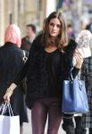 Celebrities Wonder 82471995_olivia-palermo-shopping_8.jpg