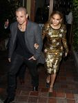 Celebrities Wonder 88486172_jennifer-lopez-dinner_2.jpg