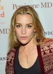 Celebrities Wonder 91865348_Lunchbox-Fund-Bookfair_Piper Perabo 4.jpg