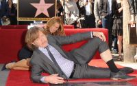Celebrities Wonder 96850120_felicity-huffman-hollywood-walk-of-fame_7.jpg