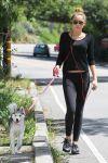 Celebrities Wonder 15557291_miley-cyrus-dog_4.jpg