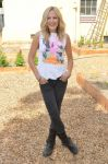 Celebrities Wonder 16386278_malin-akerman-environment_1.jpg
