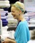 Celebrities Wonder 20636227_katherine-heigl-shopping_8.jpg