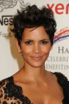 Celebrities Wonder 25674307_halle-berry-Jenesse-Silver-Rose-Awards-Gala_7.jpg