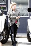 Celebrities Wonder 34862224_hilary-duff-pilates_5.jpg