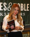 Celebrities Wonder 42804979_lauren-conrad-book-signing_3.jpg