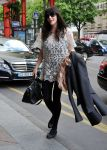 Celebrities Wonder 63148776_liv-tyler-hotel-paris_2.jpg