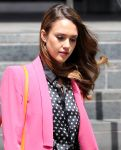 Celebrities Wonder 67086672_jessica-alba-meeting_8.jpg
