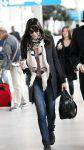 Celebrities Wonder 67088628_liv-tyler-airport-paris_4.jpg