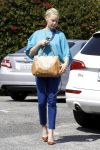 Celebrities Wonder 70217843_katherine-heigl-shopping_1.jpg