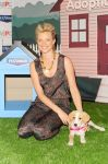 Celebrities Wonder 70342840_amy-smart-pet-armor_3.jpg
