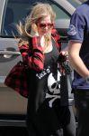 Celebrities Wonder 82415358_avril-lavigne-shopping_5.jpg