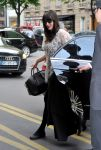 Celebrities Wonder 92670878_liv-tyler-hotel-paris_4.jpg
