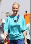 Celebrities Wonder 94369560_katherine-heigl-shopping_7.jpg