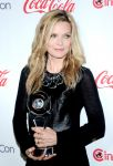 Celebrities Wonder 95068487_cinemacon-awards_Michelle Pfeiffer 3.jpg