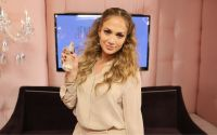 Celebrities Wonder 12902367_jennifer-lopez-Glowing-by-JLo_3.jpg